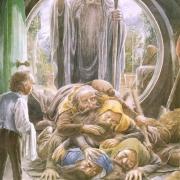 Bilbo recibe a los enanos y a Gandalf