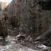 Luke Evans llega al decorado de Valle