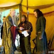Lee Pace, Peter Jackson y Luke Evans en la tienda de Thranduil