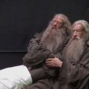 Ian McKellen con el muñeco de Gandalf