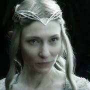 Galadriel se enfrenta al carcelero de Gandalf