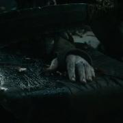 El carcelero de Gandalf se prepara para cortarle la mano