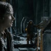 Bilbo y Bofur en el parapeto de Erebor