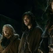 Óin, Fili, Kili y Bofur ven el tesoro de Erebor