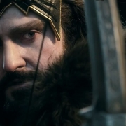 Thorin apunta a Thranduil con su arco