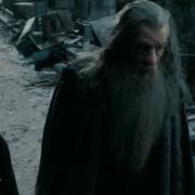 Bilbo y Gandalf conversan en Valle