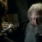 Balin habla con Bilbo al borde de las lágrimas