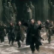 Thorin lidera la carga de los Enanos