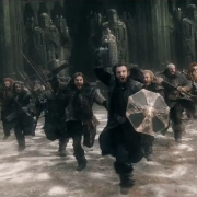 Thorin lidera la carga de los Enanos desde Erebor