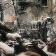 Thranduil contempla a los muertos en Valle