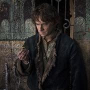 Bilbo sopesa el utilizar el Anillo