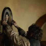 Bilbo coloca los retratos de sus padres