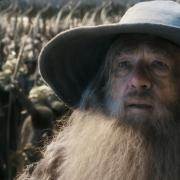 Gandalf y los Elfos ante las puertas de Erebor