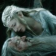 Galadriel consuela a Gandalf