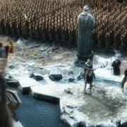 Thorin contempla a Thranduil, Bardo y Gandalf