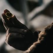 Bilbo contempla el Anillo
