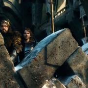 Fili, Thorin, Kili, Bofur y Bifur tras el parapeto