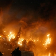 Esgaroth arde por la furia de Smaug