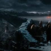 Bilbo y los Enanos son testigos de la destrucción de Esgaroth