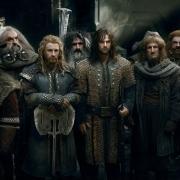 Bilbo y los Enanos escuchan a Thorin