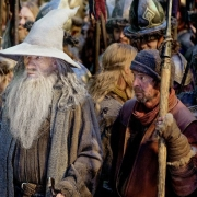 Gandalf con los supervivientes de la Ciudad del Lago