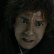 El pobre Bilbo intenta cruzar el río