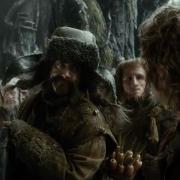 Los Enanos esperan que Bilbo salve la situación