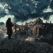 Los Enanos contemplan las ruinas de la ciudad de Valle