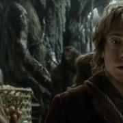 Bilbo y los Enanos deben cruzar el río
