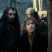 Thorin, Bilbo y Dwalin en la Ciudad del Lago