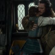 Bardo abraza a sus hijas