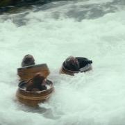 Los Enanos huyen por el Río del Bosque