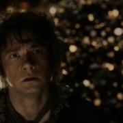Bilbo aterrorizado por el dragón Smaug