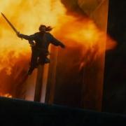 Thorin huye de la furia de Smaug