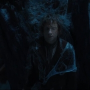 Bilbo se oculta de una araña