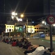 Los neozelandeses acampan para la premiere