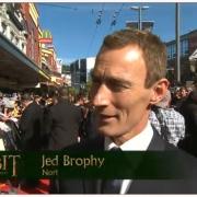 Jed Brophy en la alfombra roja