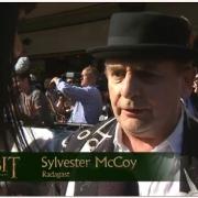 Sylvester McCoy en la alfombra roja