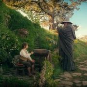 Bilbo recibe la visita de Gandalf