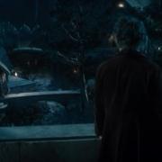 Bilbo observa Rivendel de noche