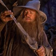 Gandalf examina una espada