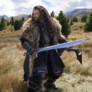 Thorin empuñando a Orcrist
