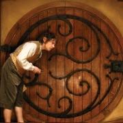 Bilbo en la puerta de Bolsón Cerrado