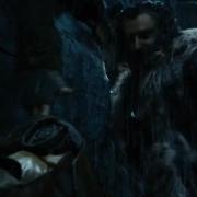 Thorin ayuda a Bilbo